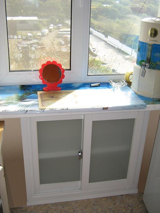Холодильник в хрущевке под окном своими руками